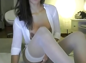 Cam skirt doing dirty things - cam2camgirls.net