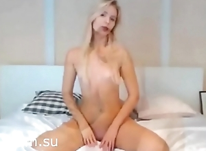 Beauty blonde shows her crowd - xcam.su