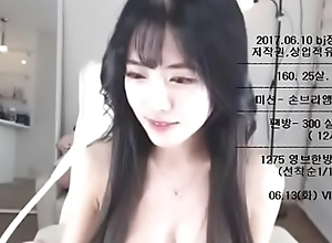This Korean Camgirl Looks Like an Angel, join her show