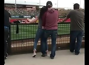 Excitando a mi novia en publico