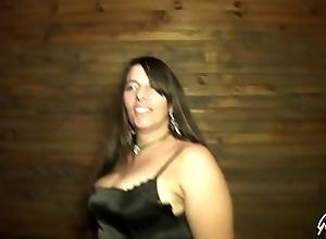 Sabrina se fait enculer devant lassie mari dans un gangbang