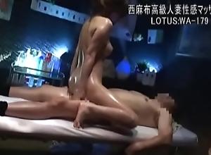 masajista seduce a sus clientas 1 http://zo.ee/4wG38