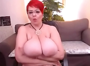 SEXY MILF LIBELY SHOWS Wanting Fur pie With the addition of MELON JUGGS!