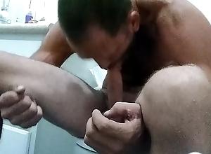 Musclebound selfsuck autofellatio