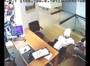 خول بيسرق موبيل في بنك