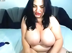 Fat babe fingering her chubby pussy