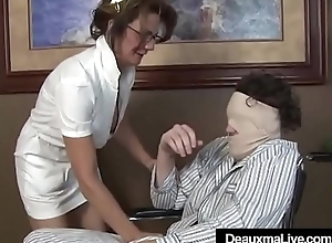 Super Mature Provide for Deauxma Gives Come what may Sloppy Hot Handjob!