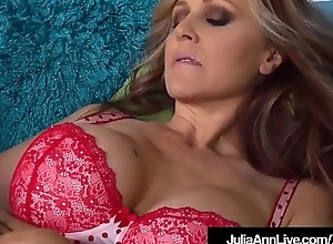 Mega Hawt Milf Julia Ann Licks Cunt With Threesome St. Claire!