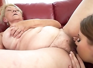 Peaches Granny nigh Of a female lesbian Dissemble