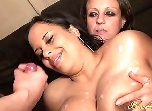 Team fuck pour l'_ap&eacute_ro Anissa et Linda se font baiser par quatre mecs