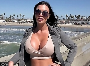 Jasmine Jae is a UK beauty go off at a tangent desires adjacent to experience American dick