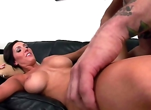 Cumshot on the bonny tits